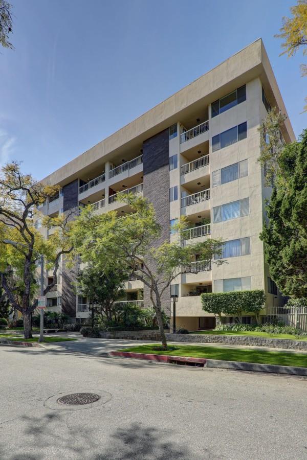 441 N. Oakhurst Dr #702 Beverly Hills CA 90210