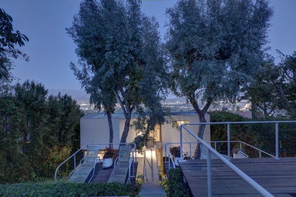 3961 Farmouth Drive Los Angeles, CA 90027